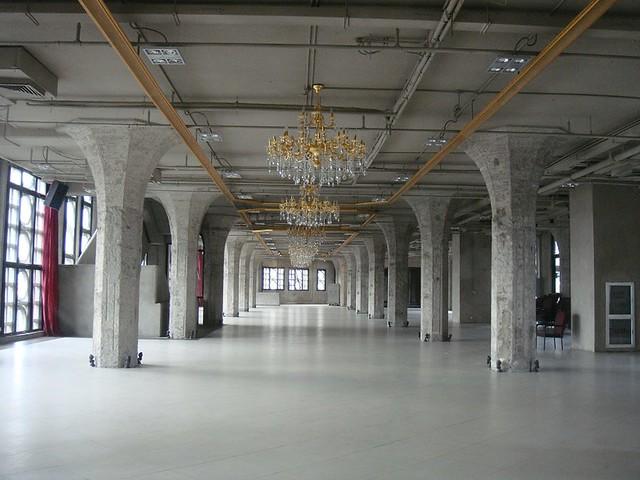 06 凡尔赛的吊灯+高迪的柱子=1933一空空荡荡的大厅