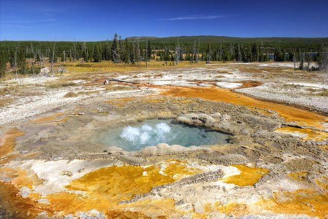 Heart Lake: Rustic Geyser eruption begins