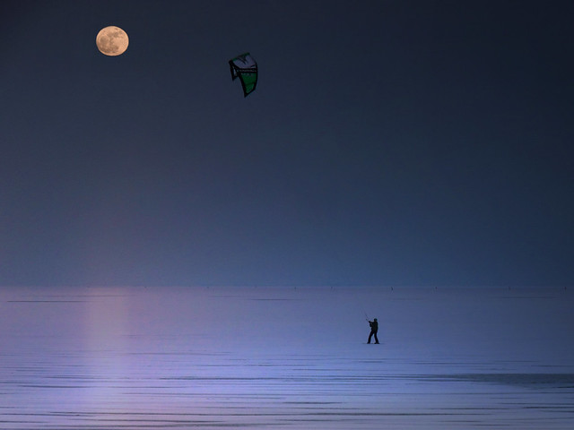 Twilight Snowkiting - giving new meaning to the frozen Gouwsea