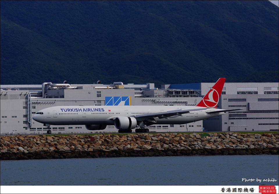 Turkish Airlines / TC-JJF / Hong Kong International Airport