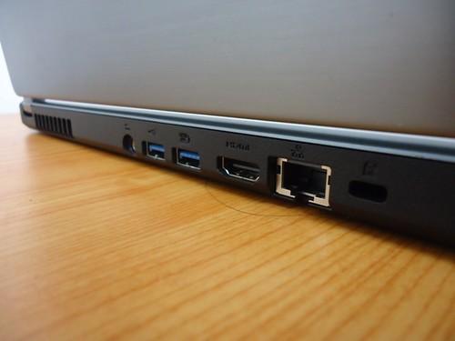 Acer Aspire Timeline Ultra M5 - port di sisi belakang