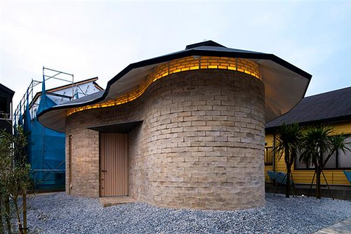 Clerestory-Windows-Under-Roof-Eave-of-Earth-Block-Project