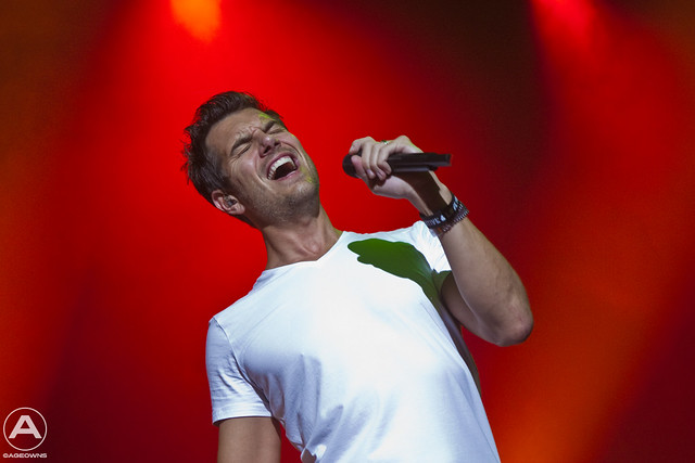 Nick Hexum with 311