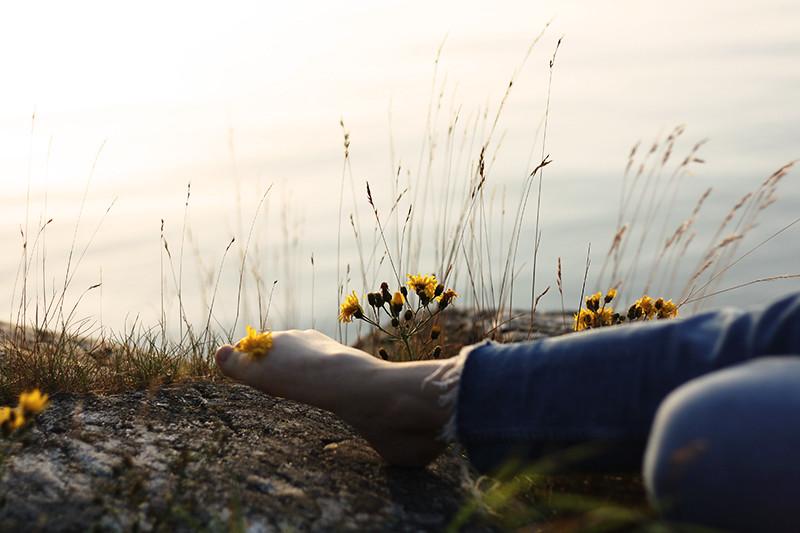 fötter och blommor