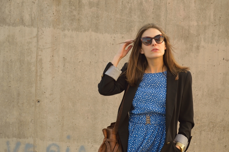 lara-vazquez-madlula-blog-fashion-streetstyle-spring-colour-blue-dress