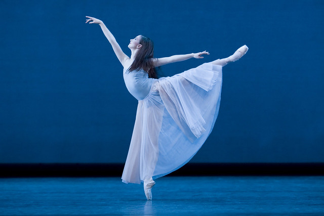 Lauren Cuthbertson in Serenade, The Royal Ballet © Johan Persson