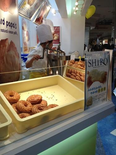 ビアードパパの作りたて工房でクッキーシュー by haruhiko_iyota