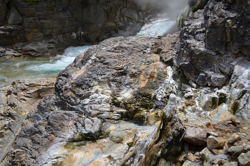 【湯沢噴泉塔トレッキング】 川の横断10回以上。渡るたびに強くなるチーム力<後編>