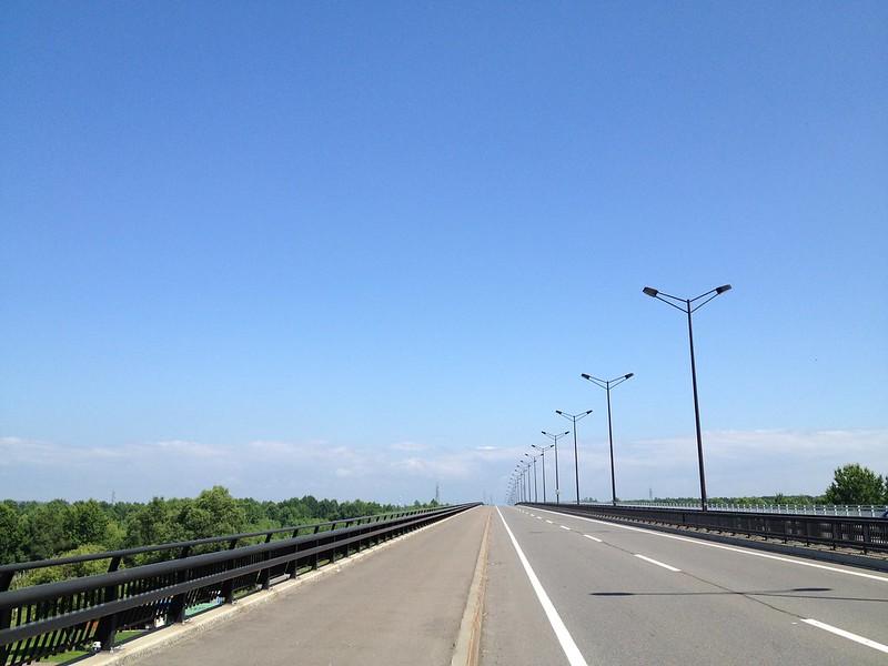 ナイタイ高原へ向かう道、晴れ