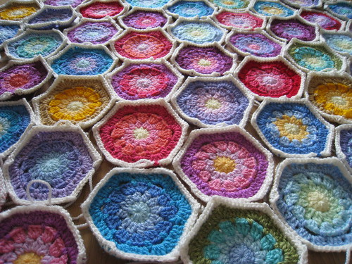 Hexagons round four with border