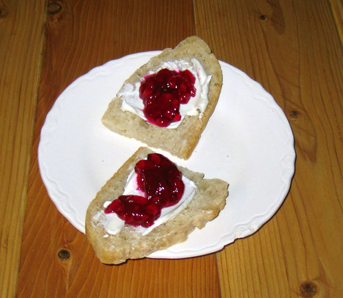 bread with prickly pear jelly