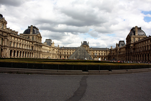 Outside-of-Louvre