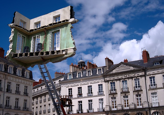 Monte-meubles – L'ultime déménagement - Leandro Erlich  Flickr ...