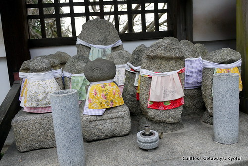 stone-figures-dressed-in-japan-temple