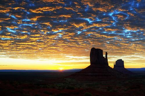 モニュメントバレーの夜明け Dawn in Monument Valley