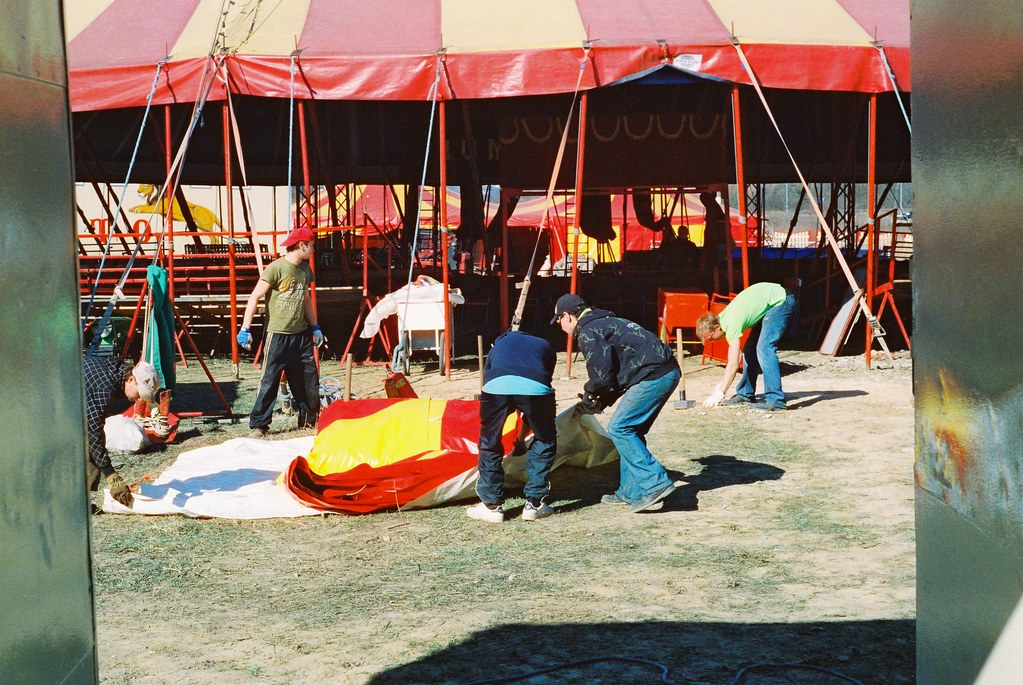 Praktica MTL 5 + Helios 44-2 2/58 - People Building the Circus Tent