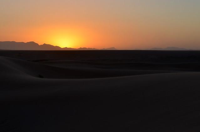 Atardecer sobre las dunas en el desierto de Erg Chebbi