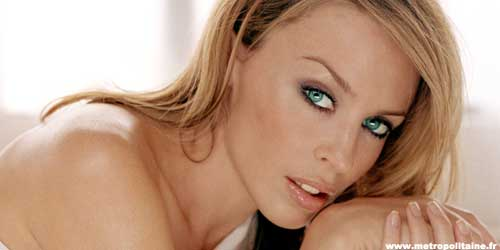 Kylie Minogue moves back to Australia to be closer to her family