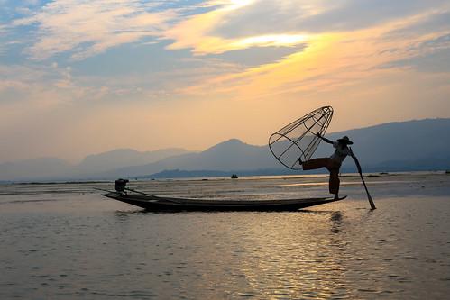 inle-sunset-fisherman-3