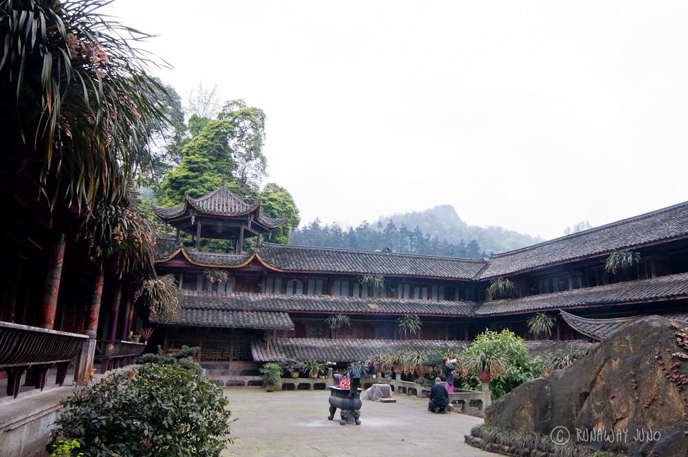 Temple in Emei Shan