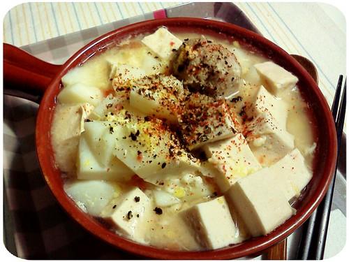 晚餐 ::: 馬鈴薯+番茄+貢丸+百頁豆腐之蛋花鍋 by 南南風_e l a i n e