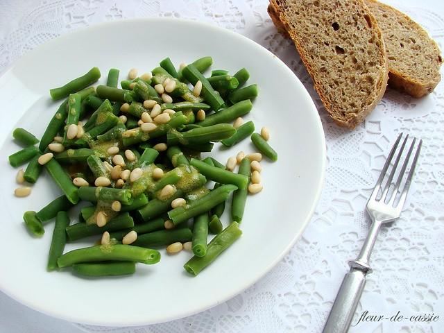 теплый салат из фасоли Saveur