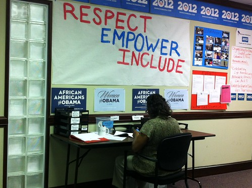 032912 WomenforObama_NCphonebank3