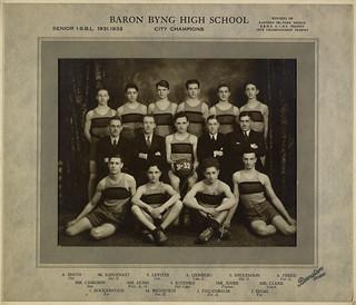 Senior basketball team, Baron Byng High School, City Champions, Montreal, Quebec, 1932 / Équipe de basket-ball senior de l'école secondaire Baron Byng ayant remporté le championnat de la ville, Montréal, Québec, 1932