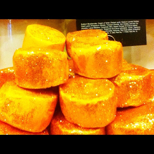 Thank you Lush for literally allowing me to bathe myself in gold