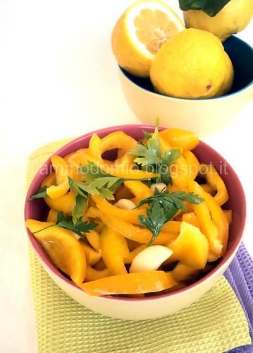 PEPERONI crudi, olio e limone