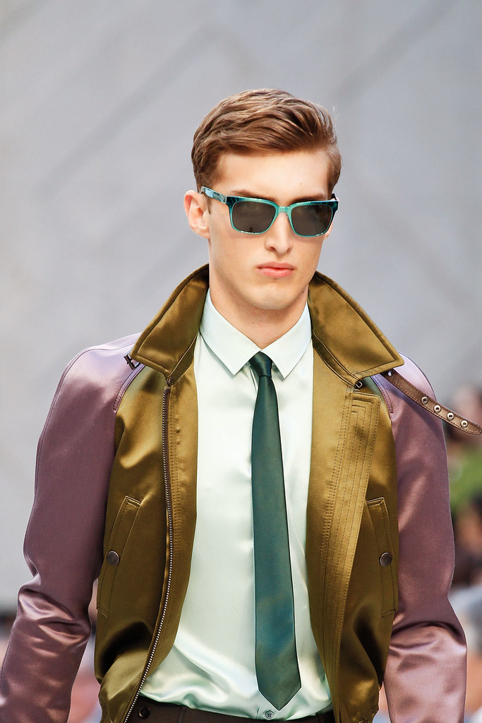 Charlie France3648_SS13 Milan Burberry Prorsum(VOGUE)