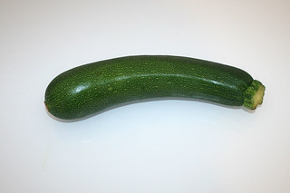02 - Zutat Zucchini / Ingredient zucchini
