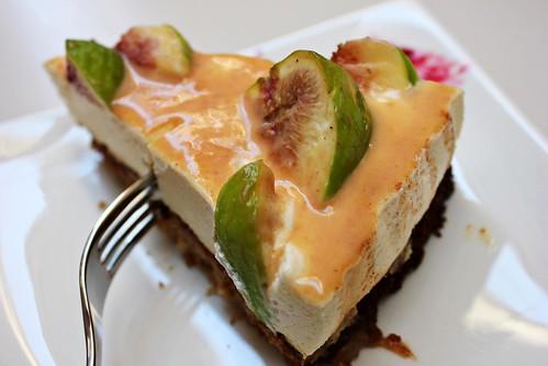 Gâteau aux figues fraîches légèrement aromatisé à la lavande