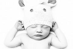 [フリー画像素材] 人物, 子供 - 赤ちゃん, 寝顔・寝姿, モノクロ ID:201208241800