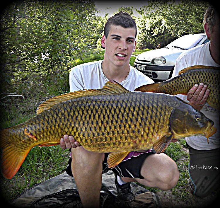 belle prise de Romain, jeune pêcheur de l'Hérault, par la chaude journée du 8 avril 2011 météopassion