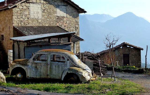 Carcasses et vieux v hicules abandonn s francais a for Garage citroen limoges zone nord