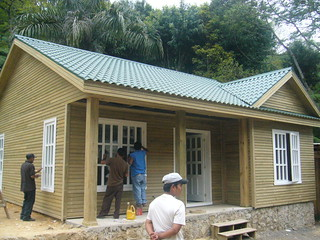 Construction d'une maison-modèle en bois - Cobán, Guatemala (2006)