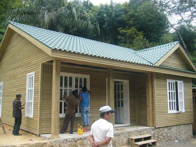 Construction d 39 une maison mod le en bois cob n guatemal - Modele construction maison lego ...