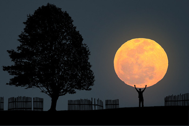 7149175137 f8232eb897 z 20 Awesome Photos Of The Supermoon