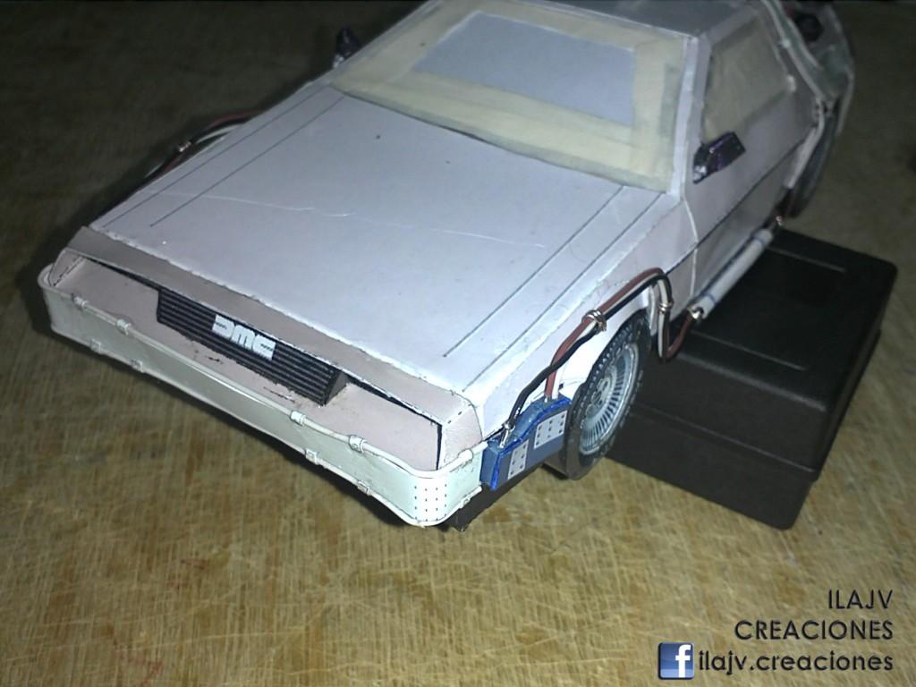 Arme un DeLorean que puede viajar a la Edad de Papel