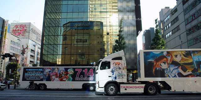 """Magical girl lyrical Nanoha THE MOVIE 2nd"" AD trailers in Akihabara"