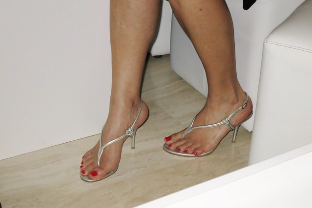 how to break in thong sandals