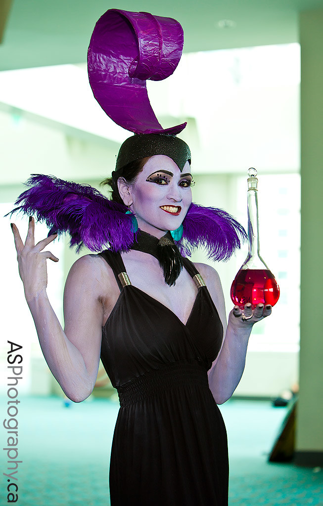yzma from the emperors new groove disney character at sdcc 2012