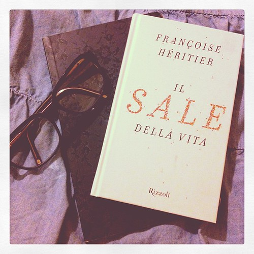 Ready to read:) Pronta a leggere:)