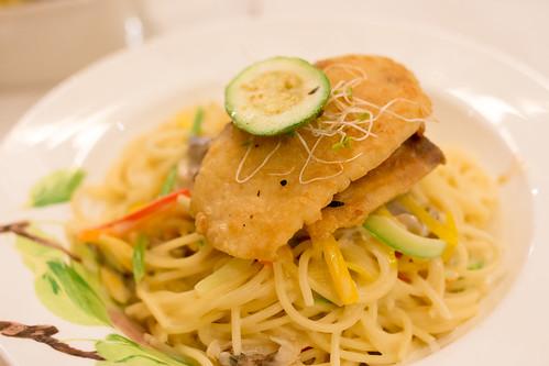 魚柳配白汁意粉