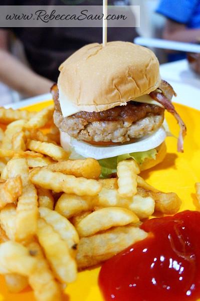 peter's kitchen pork burger - asia cafe puchong-004