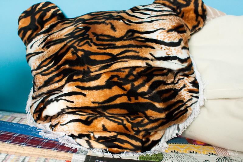 tigre por atrás