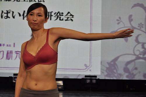 おっぱい体操 セシール3Dブラ 神藤多喜子 岡本夏生