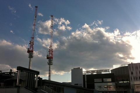 戸塚駅西口のクレーンが2基に