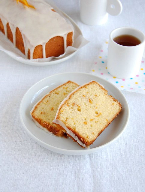 Orange cardamom pound cake with candied orange peel / Bolo de laranja e cardamomo com casca de laranja em calda